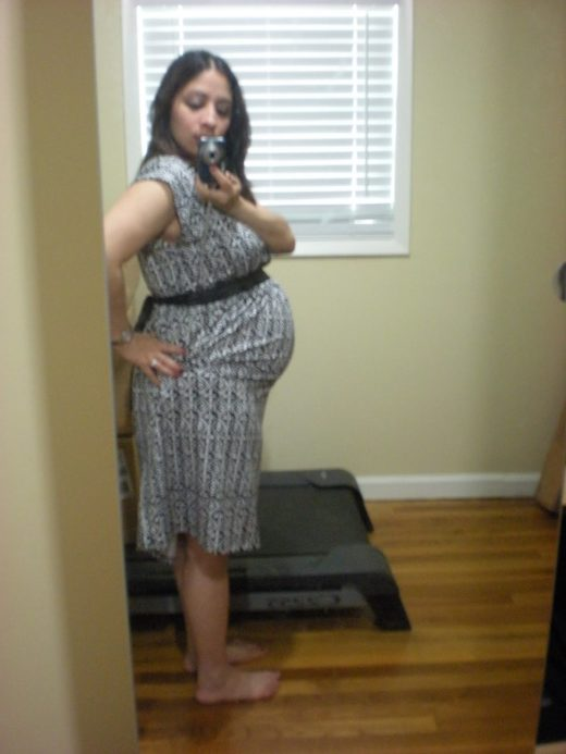 What does 21 weeks pregnant with twins look like?